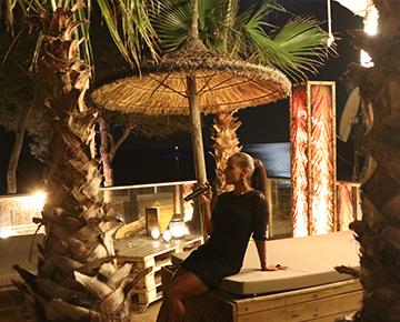 Maha Lounge Terrasse Sommer Drinks